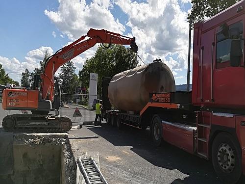 dépose d'une cuve sur un camion
